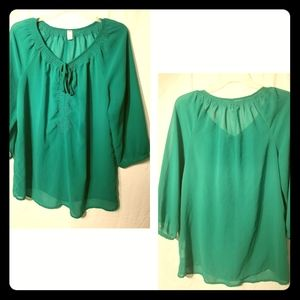 🍀Emerald green Old Navy sheer blouse